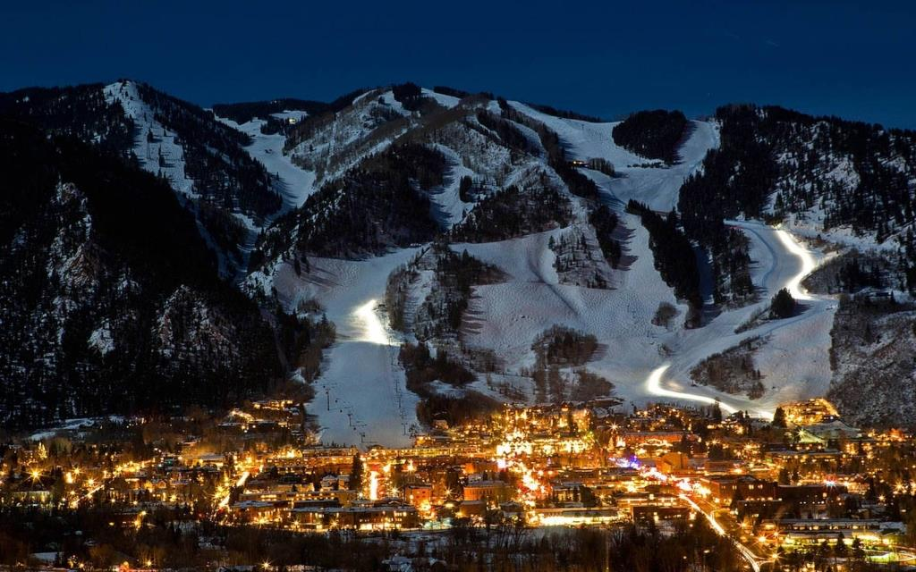 The village of Aspen by the mountain
